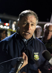 WA State Gov. Jay Inslee (Kyra Betteridge) Tags: news photojournalism front collapse western skagit wwu washignton lynnpeterson jayinslee johnbatiste skagitriverbridge willreichardt