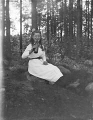 Astrid Asmundsen (Fotoarkivet NTM) Tags: barn jenter mennesker kvinner