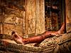 Descalso - barefoot (*atrium09) Tags: old nepal man men architecture foot arquitectura barefoot pies katmandu hdr descalso atrium09 rubenseabra