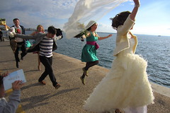 wedding photos (eleni vraka (e_vra)) Tags: street wedding sea color bride dancing joy happiness greece ev thessaloniki streetphotgraphy vision:sky=0652 vision:outdoor=0871 gspgr
