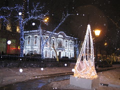 Moscow 21.12.13 (VERUSHKA4) Tags: lighting christmas street new city winter light sky people house holiday snow building tree cars window lamp night canon dark bench evening europe december cityscape russia moscow year palace farole