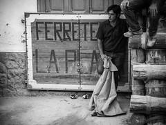 El maletilla (BuRegreg) Tags: street spain streetphotography streetphoto rue albacete 2014 castillalamancha callejera yeste feriantes sierradelsegura