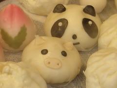 Panda and Pig - Chinatown, Kobe (Ogiyoshisan) Tags: food cute japan japanese pig panda pretty chinatown gourmet kobe motomachi manju