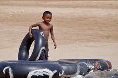le de la soie 1 (luco*) Tags: boy de island la cambodge cambodia little silk ile tire enfant soie mekong pneu phnom penh fleuve mkong