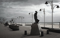 The Guardian (Ulises SC) Tags: sea costa storm beach canon mar cloudy walk stormy playa paseo cadiz tormenta nublado estatua 600d tormentoso