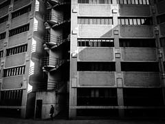 Achterkant van Utrecht. (Pim Geerts) Tags: white black building office utrecht zwartwit empty 80 schaduw nieuwe bouw leegstand jaren kantoren verlaten panden daalstraat verloedering vastgoed tachtiger