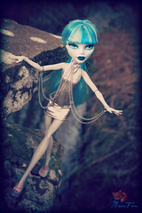 Ghoulia (MeonFox) Tags: monster high zombie dollphotography ghoulia monsterhigh ghouliayelps daughterofthezombie monsterhighfotosharingonfacebook