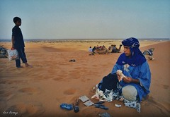 Saharauis (Luis Bermejo Espin) Tags: africa travel sahara islam desierto dunas tuareg saharauis magreb muslins arabes desiertos beduinos musulmanes nmadas islamismo luisbermejoespn mundoislmico rostrosdelislam desiertosdelmundo