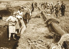 Saratov  Moscow gas pipeline construction, 1944 [2086x1489] #HistoryPorn #history #retro http://ift.tt/24hkgvl (Histolines) Tags: history construction moscow retro gas timeline pipeline 1944  vinatage saratov historyporn histolines 2086x1489 httpifttt24hkgvl