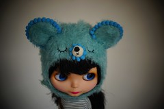 I've always loved pompoms. (Mimsy bear) Tags: bear hat helmet blythe goldie allgoldinone pompom bl