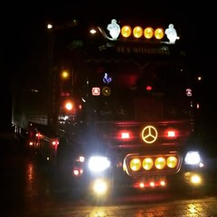 (lewmanuk) Tags: truck mercedes trucking removals v6 dutchstyle orangelights haulage mercedestruck actros uktrucks mercedesactros removaltruck hollandstyle uktrucking londontruck