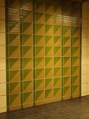 70er Kacheln (mkorsakov) Tags: city green fliesen retro tiles ubahn grn dortmund 70er sdstadt mrkischestrase