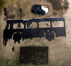 Bus crash (francis_erevan) Tags: rusty panneau symbole pictogramme rouill