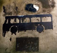 Bus crash (francis_erevan) Tags: rusty panneau symbole pictogramme rouillé