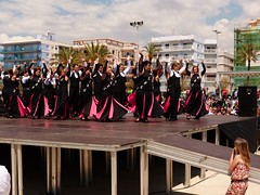 Da de la Danza (119) (calafellvalo) Tags: ballet girl youth dance fiesta child dancers danza folklore calafell tnzer nios tanz sitges baile flamenco garraf tanzen danser alegra roco juventud espectaculo danseurs costadorada calafellvalo rocieras esbarts danzadansabaileflamencoballetarmoniaolddancedancingbailarinas tanzmisik