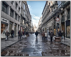 Paseando por una calle (Nati C.) Tags: calle gente zaragoza nik hdr mojado paseando aragn cruzadas cruzadasgold goldcruzadasii