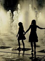 au pays des merveilles ... (b.four) Tags: water fountain littlegirl splash fontana fontaine antibes ragazza splashing alpesmaritimes petitefille rubyphotographer mygearandme mygearandmepremium mygearandmebronze ruby10 ruby15 ruby20