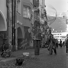 Bblowiec-1 (Carlos.Mangus) Tags: white black 120 6x6 film analog rolleiflex zeiss t kodak trix 400 carl medium format mm 75 innsbruck f35 tessar