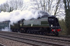 34067 Tangmere @ Arlesey (gooey_lewy) Tags: york trip station coast day br pacific britain spam engine bedfordshire railway loco battle can class steam east southern valentines british locomotive sr mainline tangmere ecml 462 arlesey 34067 bulleid airsmoothed