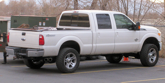 ford truck shiny 4x4 diesel pickup pickuptruck vehicle lariat madeinusa americanmade fourwheeldrive f350 heavyduty fomoco 1ton 4door superduty crewcab highboy turbodiesel powerstroke eyellgeteven
