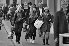 in the City (heiko.moser) Tags: street city people bw streetart canon leute noiretblanc candid strasse nb menschen teen blond sw schwarzweiss nero blackwihte
