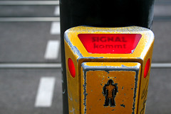 Signal kommt (Rebecca_bexxi) Tags: yellow trafficlight freiburg pedestriancrossing germansign signalkommt