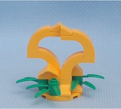 Heart Statue (Mantis.King) Tags: terrain station statue scenery lego moc microscale mechaton mfz mf0 mobileframezero