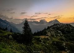 Crpuscule  Tr la Tte n2 (Frdric Fossard) Tags: alpes horizon grain ciel nuage crpuscule arbre rocher fort sapin calme abstrait hautesavoie surraliste alpages crtes contaminesmontjoie trlatte