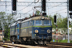 PKP CARGO ET22-1097 + ST44-1238 , Wrocaw Lenica train station 21.05.2016 (szogun000) Tags: railroad station electric canon engine poland polska rail railway locomotive transfer e30 locomotora lokomotive wrocaw pkp locomotiva  lokomotywa elektrowz lowersilesia dolnolskie dolnylsk et22 pkpcargo wrocawlenica canoneos550d canonefs18135mmf3556is d29275 et221097
