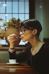 Maria L.F (vince_enzo) Tags: blur nerd bar canon vintage hair neck eos 50mm glasses milk focus filter short bella stm noise caff corto italiana capelli 6d collo labbra modella rasata stilosa occhialio