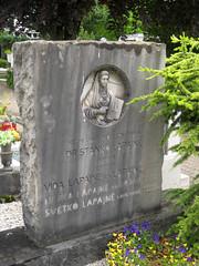 Grave at Žale Cemetery, Ljubljana, Slovenia (Wiebke) Tags: gravestone grave ljubljana slovenia europe vacationphotos travel travelphotos žale žalecentralcemetery cemetery centralnopokopališčežale pokopališče bežigrad bezigrad