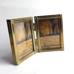 Vintage Hollywood Regency Double Picture Frame in Goldtone Metal (karalennox) Tags: vintage small twin frame etsy pictureframe hinged goldtone goldmetal hollywoodregency