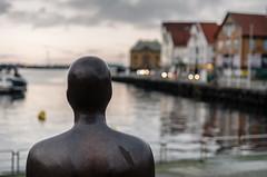 Statue in Stavanger Harbour (Hattifnattar) Tags: sunset norway statue stavanger pentax harbour antony limited gormley fa43mm
