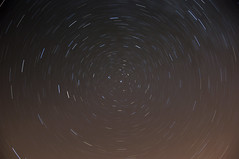 Circumpolaire (Joe Catrin) Tags: light sky france nature night circle stars star photo movement nikon time earth circles space ngc north picture astro instant rotation moment universe constellation ete northstar lodestar astronomie circumpolar circumpolaire