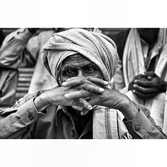 once of me my photograph ภารตะแดนดินถิ่นวัฒนธรรม อยากจะหาโอกาสไปเยือนอีกสักครา.. #instafonts #nikond80 #nice #fix #50mm #india #old #mumbai #bybird #black #white #temper #flickr #tumblr #travel #hope #life #lens #like #share #snap #shutter #portrait #post