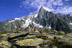Massif du Mont-Blanc, les Drus (Ytierny) Tags: france montagne alpes altitude signal rocher montblanc alpinisme massif hautesavoie aiguille randonneur drus montenvers forbe ytierny