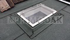 Dakdekker: Bij de renovatie van dit dak hebben wij een lichtkoepel geplaatst met een dubbelwandige heldere bovenkap. De opstanden ingewerkt met twee lagen bitumen dakbedekking op elkaar voor een waterdicht geheel