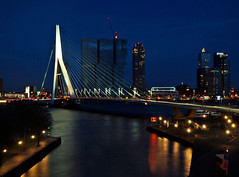Rotterdam at Night (Andy von der Wurm) Tags: netherlands dark lights evening rotterdam europa europe nederland illumination nighttime bluehour dunkel beleuchtung lichter niederlande nachts zuidholland langzeitbelichtung erasmusbridge abends blauestunde longtermexposure erasmusbrcke hobbyphotograph sdholland erasmusbruecke suedholland andreasfucke andyvonderwurm