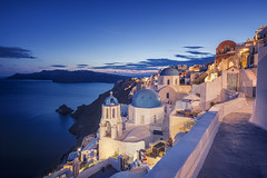 Oia in Blue (Allard Schager) Tags: autumn sunset seascape streets church landscape islands nikon october dusk herfst peaceful calm santorini greece caldera dome vista iconic kerk oia cyclades mediterraneansea thira gettyimages alleys schemering tranquilscene griekenland aegeansea cycladen straatjes 2013 middellandsezee touristdestination pictoresque d700 nikond700 nikkor1424mmf28 allardschagercom aegeschezee