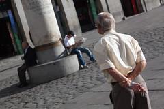 . ([ changó ]) Tags: madrid street people person persona shot gente persone elder vecchio streetshot puertadelsol vechietto wwwriccardoromanocom