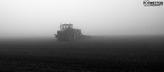 L_KNP5256-2 (Rodney Wetton) Tags: mist tractor misty lincolnshire daffodil johndeere sowing mistymorning lincolnshirewolds sowingseeds edlington capnilfarm