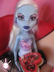 Abbey & Heath VI (Kate's Creations) Tags: pink red abbey monster miniatures high wolf dolls day chocolate burns heath valentines 16 gil webber screams scarah clawd draculaura bominable