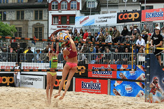 PG0O8799_R.Varadi (Robi33) Tags: show summer game sport ball court switzerland sand play action competition basel victory player beachvolleyball international block umpire viewers