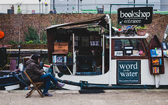 Bookshop (Daniele Zanni) Tags: uk london google flickr candid streetphotography regentscanal kingscross facebook squarespace 500px x100s