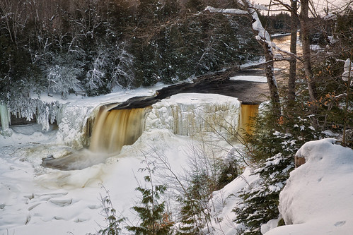 Tahquamenon falls eastern u p for Cabins near tahquamenon falls