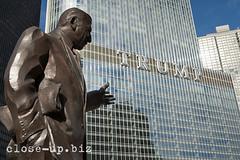 20150124_2573s (close-up.biz) Tags: street usa chicago building tower statue bronze illinois unitedstates outdoor landmark pointing trumpinternationalhotel irvkupcinet