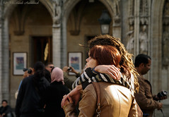 Sweet Brussels (Natali Antonovich) Tags: brussels portrait love couple belgium belgique belgie grandplace pair lifestyle tourists romance together parallels spectators lovestory heandshe sweetbrussels