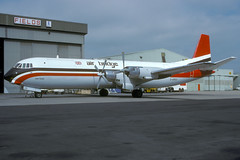 G-APES-1-EGNX-APR1989 (Alpha Mike Aviation Photography) Tags: ema vanguard vickers eastmidlands airbridge gapes merchantman egnx airbridgecarriers vickersvanguard v953c