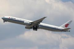 B-2039 | Boeing 777-39LER | Air China (cv880m) Tags: newark ewr kewr newarkliberty liberty b2039 boeing 777 773 777300 77739l airchina triple7 tripleseven
