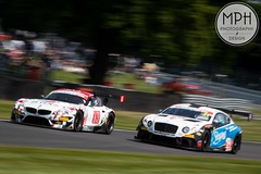 BMW Z4 GT3 vs. Bentley Continental GT3 (MPH94) Tags: auto park holiday west cars car sport racetrack race canon championship cheshire north may bank continental racing bmw british motor 40 z4 gt monday 50 motorracing bentley motorsport gt3 70300 2016 500d oulton worldcars